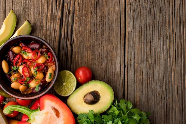 Bovenaanzicht vers mexicaans eten op tafel Gratis Foto