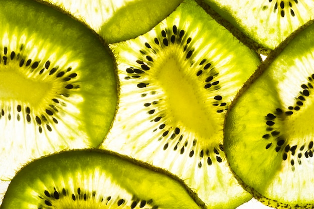 Bovenaanzicht verse plakjes kiwi Gratis Foto