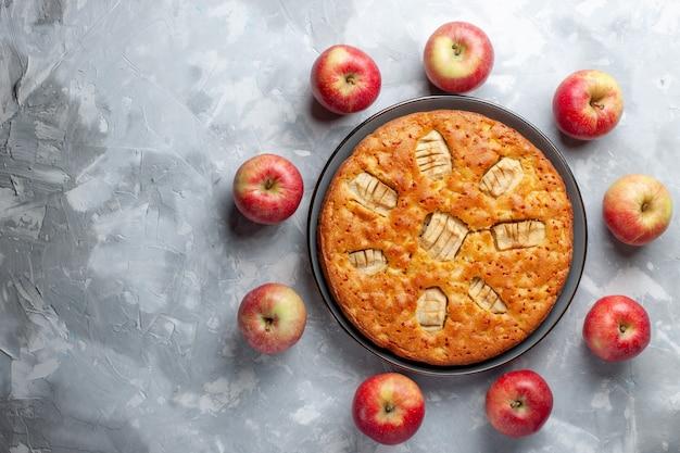 Bovenaanzicht verse rode appels vormen cirkel met appeltaart op witte achtergrond fruit verse zachte rijpe vitamine Gratis Foto