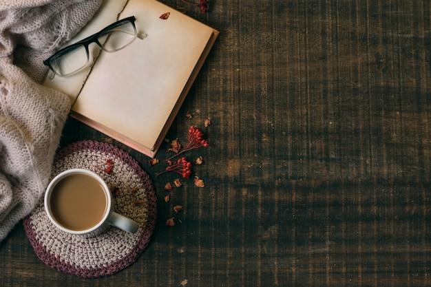 Bovenaanzicht warme chocolademelk met kopie ruimte Gratis Foto