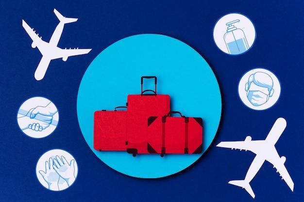 Bovenaanzicht wereldtoerisme dag met logo's Premium Foto