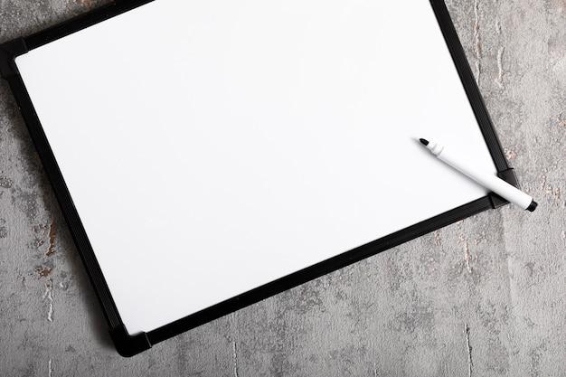 Bovenaanzicht wit bord met kopie ruimte Gratis Foto