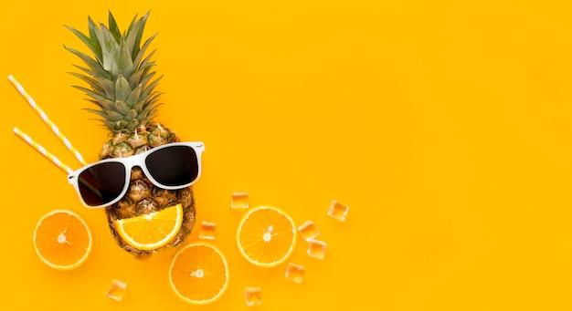Bovenaanzicht zomerfruit met kopie ruimte Gratis Foto