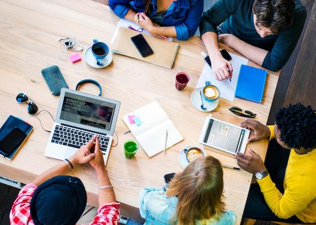 Brainstormen verbinding collega's team concept Premium Foto