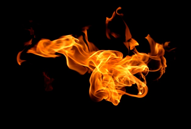 Brand vlammen geïsoleerd op zwart Premium Foto