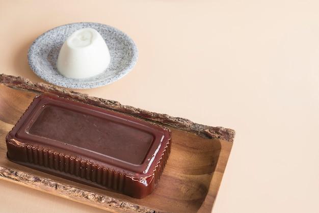 Braziliaanse dessertgoiabada - guavejam Premium Foto