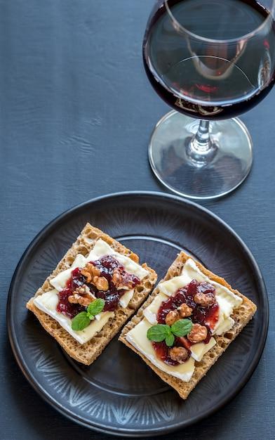 Brood met brie en jam Premium Foto