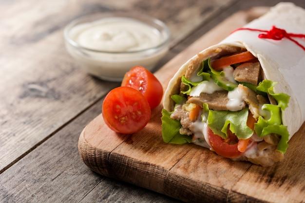 Broodje doner kebab of shoarma Premium Foto