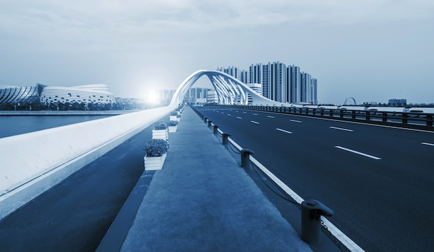 Brugstructuur van moderne stedelijke architectuur Premium Foto