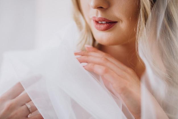 Bruid die voor haar huwelijk voorbereidingen treft Gratis Foto