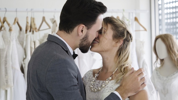 dating VS opknoping uit vriend