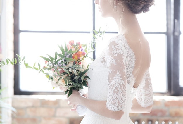 Bruid in haar trouwjurk Gratis Foto