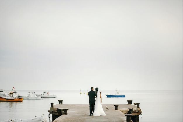 Bruids park bruiloft vrouw zee Gratis Foto