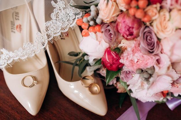 Bruiloft accessoires voor bruid Gratis Foto