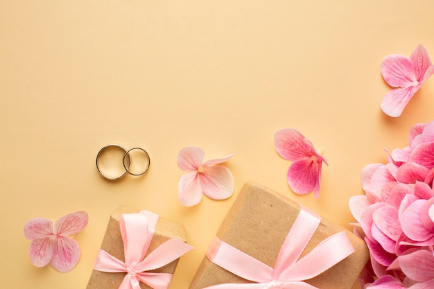 Bruiloft bloemen concept en geschenkdozen Premium Foto