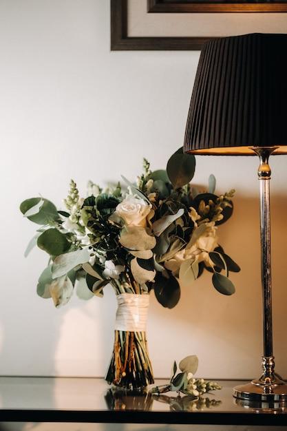 Bruiloft boeket met rozen en corsages Premium Foto