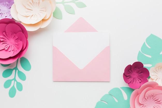Bruiloft kaart met bloemen papier decoratie Gratis Foto
