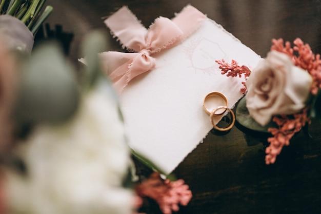 Bruiloft uitnodigingskaart Gratis Foto