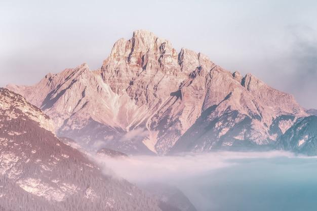 Bruin berglandschap Gratis Foto