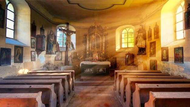 Bruine houten stoelen in de kapel Gratis Foto