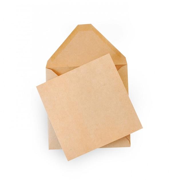 Bruine kraft envelop document geïsoleerd op wit Premium Foto