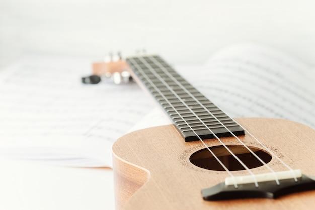 Bruine ukelele gitaar. Premium Foto