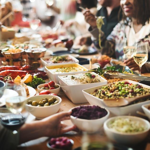 Brunchkeusmenigte het dineren voedselopties die concept eten Gratis Foto