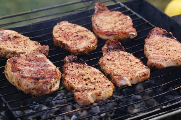 Buitenshuis. heerlijke barbecue Gratis Foto