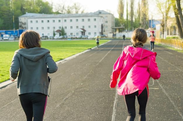 Buitensporten en fitness familie Premium Foto