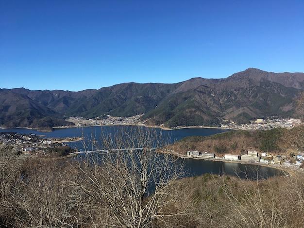 Buitenwijk duidelijk uitzicht op het meer berg buiten gebied Gratis Foto