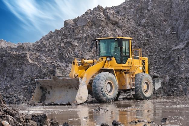Bulldozer op een bouwterrein Premium Foto