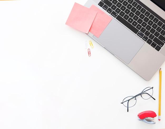 Bureaudesktop met laptop Gratis Foto