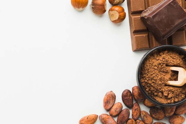 Cacaobonen en kastanjes kopiëren ruimte Gratis Foto