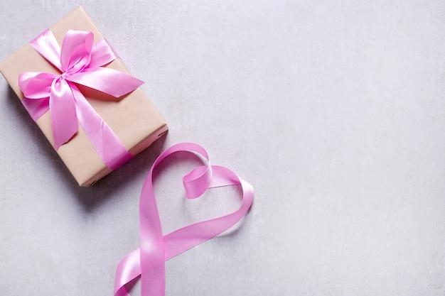 Cadeau met roze lint Gratis Foto