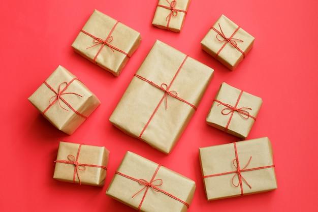 Cadeaus voor vrienden en familie. hoop dozen. Premium Foto