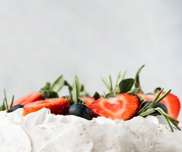 Cake met aardbeien close-up Gratis Foto