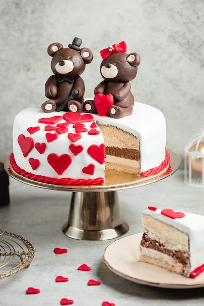 Cake versierd met chocoladeberen Gratis Foto