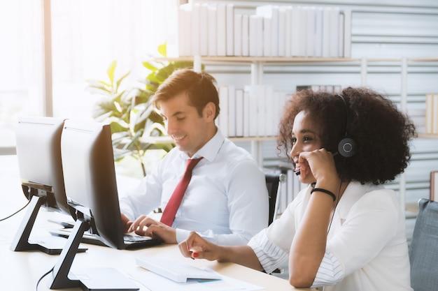 Call center werknemers Premium Foto