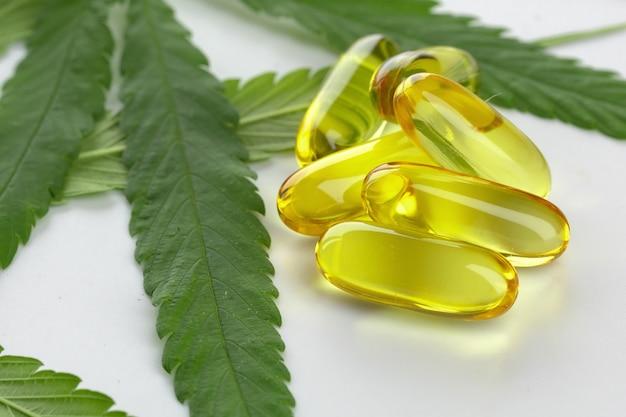 Cannabis etherische olie capsules Premium Foto