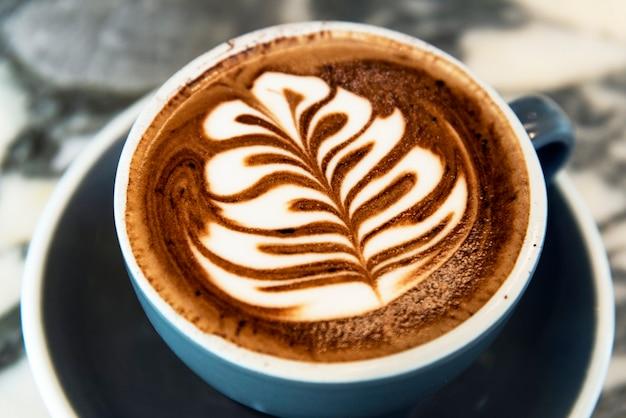 Cappuccino-koffie met latte art Gratis Foto