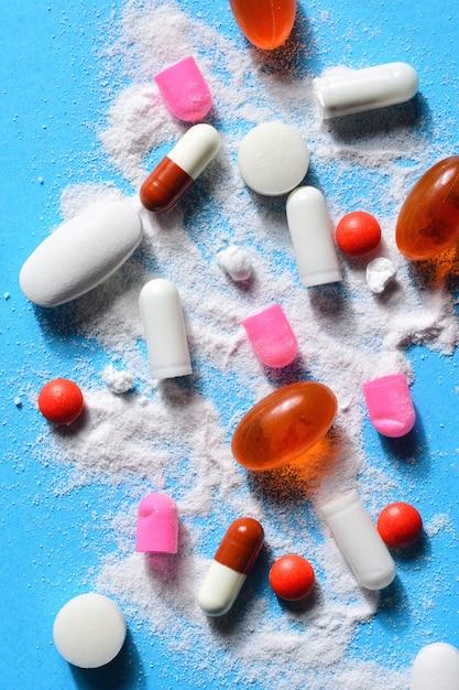 Capsules pillen gebroken met je poeder medicatie Premium Foto