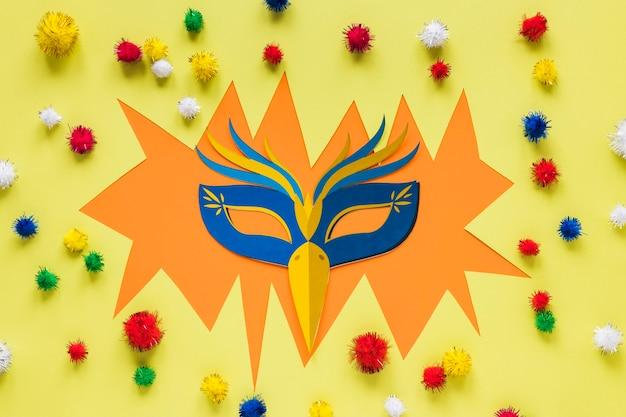 Carnaval-masker met kleurrijke pom-poms Gratis Foto