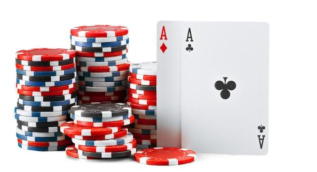 Casinospaanders op witte achtergrond worden geïsoleerd die Premium Foto