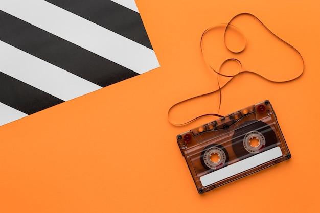 Cassettebandje met magnetische opnamefilm plat gelegd Gratis Foto