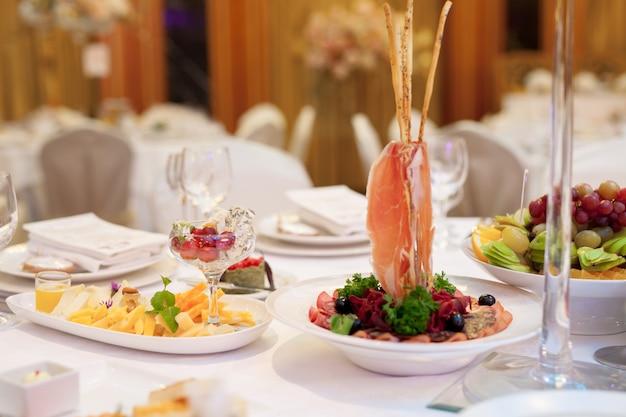 Catering service. gedekte tafel. Premium Foto