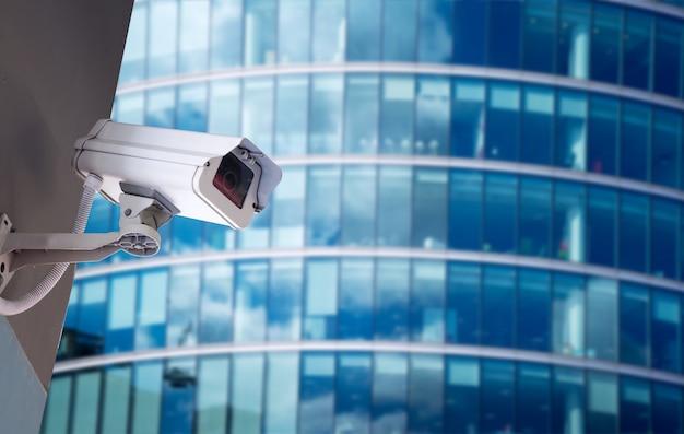 Cctv-beveiligingscamera in kantoorgebouw Premium Foto