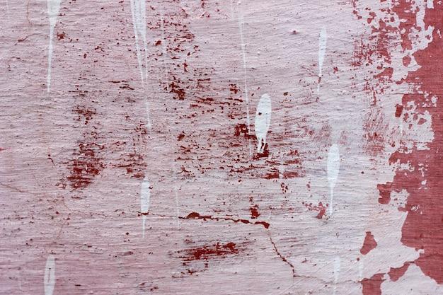 Cementmuur met rode verf, ruwe achtergrond. abstracte concrete achtergrond met oude peeling rode verf. Premium Foto