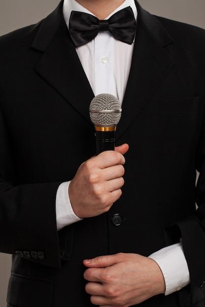 Ceremoniemeester met microfoon Gratis Foto