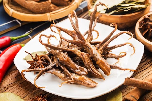 Chinees eten. gekruide eend tong Premium Foto