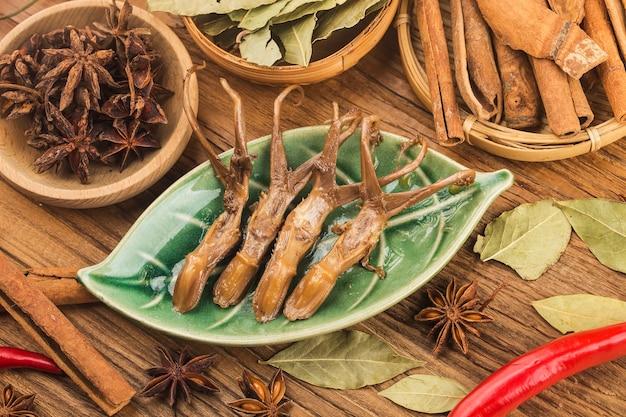 Chinees eten gekruide eend tong Premium Foto